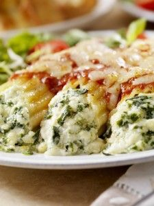 PASTA FITS MY CRAVING: If you're craving lasagna but you don't want to do all that work, this 500 calorie Rotolo with Spinach & Ricotta is the perfect (healthy) dinner solution! Spinach Recipes, Pasta Recipes, Vegetarian Recipes, Dinner Recipes, Cooking Recipes, Healthy Recipes, Pasta Meals, Recipe Pasta, Chicken Recipes