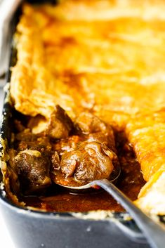 Easy Beef Pot Pie - Simply Delicious - Food and drinks interests Roast Beef Pot Pie, Beef Pies, Easy Pie Recipes, Beef Recipes, Cooking Recipes, Beef And Mushroom Pie, Frozen Meals, Food Dishes, Breakfast