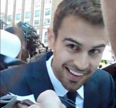 Well, you can probably tell that Theo is my fave so✊ Divergent Theo James, Tris And Tobias, Divergent Series, Theodore James, James 4, Veronica Roth, Liam Hemsworth, We Fall In Love, Best Actor
