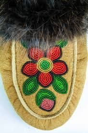 One of a kind, hand beaded smoked moosehide moccasins crafted by skilled Dene artisans in Fort Liard, Northwest Territories, Canada. Native Beading Patterns, Bead Embroidery Patterns, Beadwork Designs, Native Beadwork, Loom Patterns, Beaded Embroidery, Beaded Moccasins, Nativity Crafts, Sewing Leather
