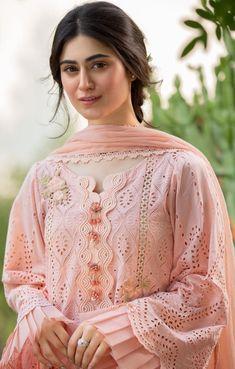 Pakistani Fashion Casual, Pakistani Dresses Casual, Pakistani Dress Design, Indian Fashion, Stylish Dress Designs, Stylish Dresses, Simple Dresses, Fashion Dresses, Elegant Dresses