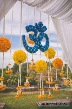 Desi Wedding Decor, Wedding Mandap, Indian Wedding Decorations, Ceremony Decorations, Flower Decorations, Wedding Ideas, Indian Decoration, Floral Wedding, Wedding Photos