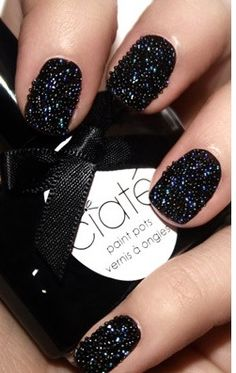 Pretty, love black nails-but not in an emo way.