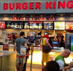 Ronald McDonalds eats at burger king Mcdonalds, Funny Images, Funny Photos, Funniest Photos, Ronald Mcdonald, Burger King, Just For Gags, Picture Fails, Meanwhile In