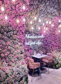 A list of all the unique restaurants in London to eat at! Fun and unusal, quirky and cute places to dine in London that you might not know about! Coffee Shop Design, Cafe Design, Design Design, Rosa Millennial, Decoration Restaurant, Pub Decor, Flower Cafe, Unique Cafe, Deco Rose