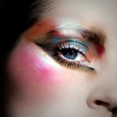 """Mesmerizing makeup from Ellis Faas. Like having a small tropical bird land on your face. Smashing."""
