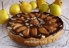 Chocolate and pear tart Holiday Desserts, Easy Desserts, Dessert Recipes, Dessert Pizza, My Dessert, Pear Recipes, Fall Recipes, Salad Cake, Pear Tart