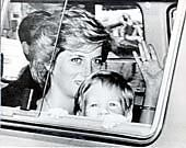 Prince Of Wales - In Majorca 7th August 1986 Sunny Holiday Smiles From Princess Diana And Prince Harry As They Arrive In Majorca - Stock Image - BWG52Y
