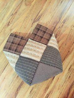 16조각 가방 만들어 보셨나요 : 네이버 블로그 Patch Quilt, Quilt Blocks, Bodice Pattern, Patchwork Bags, Knitted Bags, Diy And Crafts, Patches, Pouch, Throw Pillows
