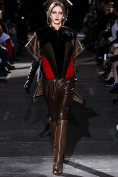 Givenchy Fall 2012 Ready-to-Wear Fashion Show - Iris Egbers