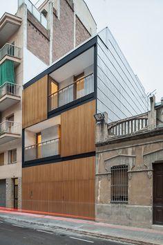 Barcellona è una città piena di storia che però non rifiuta spunti provenienti da architetture contemporanee. E' nel congestionato impianto urbano della metropoli catalana che i GOSPE arquitectos, ...