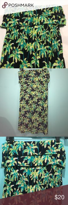 """Crown & Ivy strapless palm tree dress EUC Navy dress with green & yellow palms. Worn once. Elastic waist. Measures 13"""" laid flat unstretched. Stretches to 20"""". Elastic around top measures 15"""" flat & stretches to 20"""". Dress is 27"""" long. Crown & Ivy Dresses Mini"""