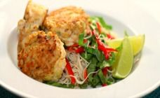 Up your omega 3 fatty acids with these tasty Thai fishcakes. Packed with flavour and healthy as can be, these will soon become a family favourite. Fish Recipes, Seafood Recipes, Asian Recipes, My Recipes, Dinner Recipes, Favorite Recipes, Savoury Recipes, Ethnic Recipes, Recipies