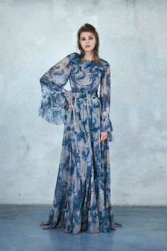 The complete Luisa Beccaria Pre-Fall 2018 fashion show now on Vogue Runway. Couture Mode, Couture Fashion, Runway Fashion, Luisa Beccaria, Fashion Show Collection, Couture Collection, Only Fashion, Fashion News, Vogue