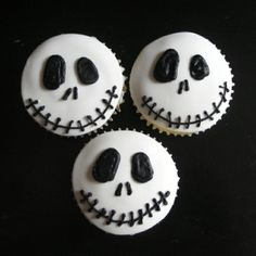 one of my bridesmaids made me cupcakes just like this for us to snack on the night before my wedding! it was awesome :D