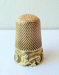 2 Color 15k Gold Art Nouveau Thimble w/Case; Circa 1900