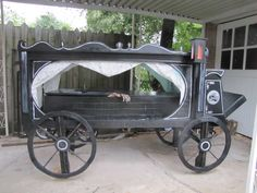 Hearse Halloween build - I may try to do this with cardboard this year. Halloween Prop, Halloween Outside, Halloween Coffin, Halloween Graveyard, Halloween Forum, Halloween Haunted Houses, Outdoor Halloween, Halloween 2020, Holidays Halloween