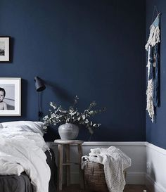 Best Modern Blue Bedroom for Your Home - bedroom design inspiration - bedroom design styles - bedroom furniture ideas - A modern motif for your bedroom can be simply achieved with bold blue wallpaper in an abstract layout as well as patterned bedlinen. Navy Blue Rooms, Dark Blue Bedrooms, Dark Blue Walls, Navy Blue Decor, Dark Blue Living Room, Blue Bedroom Decor, Home Bedroom, Modern Bedroom, Navy Bedroom Walls