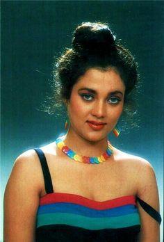 Mandakini Beautiful Girl Indian, Beautiful Indian Actress, Beautiful Actresses, Bollywood Heroine, Bollywood Actress Hot Photos, Aunty In Saree, Actress Anushka, Vintage Bollywood, Bollywood Stars