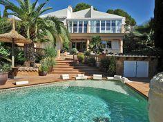 Ein sehr schönes Ferienhaus in Costa de la Cama auf #Mallorca, ideal für zwei Familien,  da es über zwei getrennte Wohnbereiche verfügt.   #urlaub #ferien #privaterpool #costadelacama #luxus #mallorcaurlaub #privatunterkunft   ferienhaus mallorca   ferienhaus mallorca mieten  ferienhaus mallorca mit pool   Outdoor Decor, Home Decor, Ribs, Calm, Families, Living Area, Luxury, Homes, Nice Asses