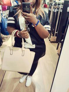 Just me Michael Kors Jet Set, Tote Bag, Fashion, Moda, Fashion Styles, Totes, Fashion Illustrations, Tote Bags