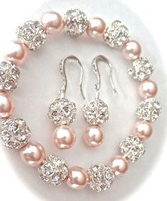 Pearl jewelry set ~ Brides pearl set ~ Love this Swarovski pearl and crystal rhinestone set. Perfect bridal jewelry. This set is bride worthy. It would also make a wonderful maid of…