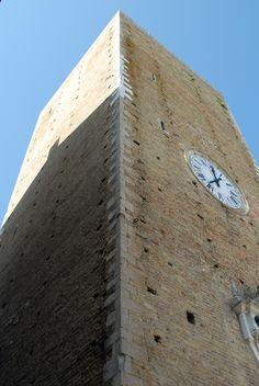 Torre civica detta torre Gerosolimitana del XIV° sec. #marcafermana #santelpidioamare #fermo #marche