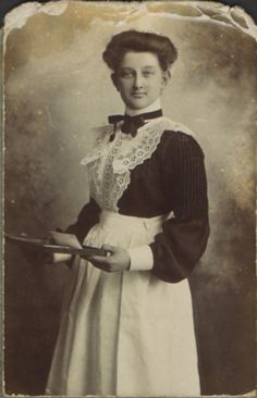 40 Vintage Portrait Pictures of House Maids in the Edwardian Era Vintage Pictures, Old Pictures, Old Photos, Edwardian Era, Edwardian Fashion, Portrait Pictures, Portraits, Victorian Maid, Victorian Life