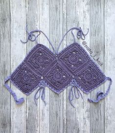 Aprendiendo a hacer Tops de grannys ¡¡ super sexys !! | Grannysquare.eu Granny Square Häkelanleitung, Granny Square Crochet Pattern, Crochet Motif, Crochet Designs, Crochet Patterns, Crochet Bikini Pattern, Crochet Bikini Top, Crochet Blouse, Tops Tejidos A Crochet