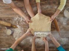Foto de stock : Overhead view of people making bread