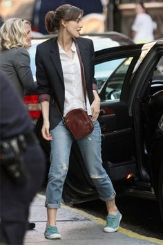 Keira Knightley wearing the black blazer from the movie Begin Again Estilo Keira Knightley, Keira Knightley Style, Keira Christina Knightley, Smart Casual Outfit, Casual Outfits, Fashion Outfits, Womens Fashion, Blazer Jeans, Outfit Jeans