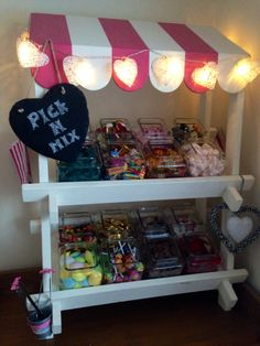 Resultado de imagen para how to make a collapsible candy cart Stall Decorations, Home Made Candy, Sweet Carts, Candy Cart, Craft Stalls, Wedding Sweets, Candy Buffet, Candy Table, Pick And Mix