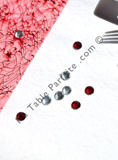Diamant rond #Rouge et #Blanc #déco de #Table à parsemer #Noel En vente sur http://www.matableparfaite.com/fr/deco-de-table/decoration-a-parsemer/sachet-diamants-ronds-rouges-a-parsemer-50pcs-134/