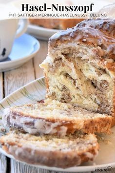 Fluffy nut braid with juicy meringue and hazelnut filling and amaretto frosting. The post Meringue-hazel-Nusszopf appeared first on Dessert Factory. Easy Cake Recipes, Easy Desserts, Baking Recipes, Cookie Recipes, Egg Recipes, Kitchen Recipes, Pizza Recipes, Paleo Recipes, Free Recipes