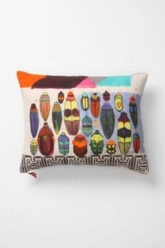Avenida Cushion, Insects