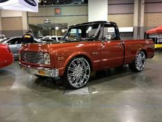 Beautiful truck but I'd skip the big rims and opt for some big tires