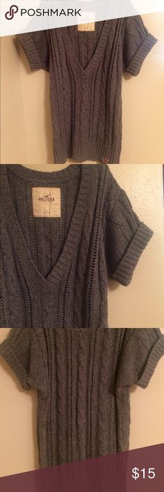 Hollister Sweater Hollister Short Sleeve Sweater Never worn. Size Large Cotton, Acrylic, Wool Hollister Sweaters V-Necks Hollister Sweater, Hollister Shorts, Price Drop, Fashion Design, Fashion Tips, Fashion Trends, Pullover, Wool, Best Deals