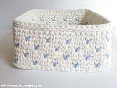my nancys, my kids and me, square trapillo baskets with polka dots, polka dot detail Crochet Birds, Crochet Food, Crochet Bear, Crochet Flowers, Free Crochet, Crochet Animals, Knitting Projects, Crochet Projects, Crochet Granny Square Afghan