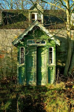 I would sooo sneak in the back door of this place to get a peek.  Abandoned house. Inverness, Scotland.