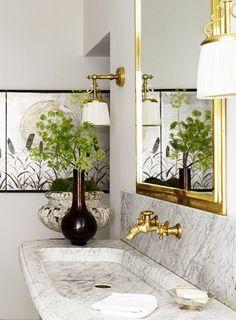 Grand glamor in a Parisian apartment Marble and brass bathroom in a glamorous Paris apartment via Kevin O'Gara Bathroom Interior Design, Home Interior, Interior Colors, Interior Paint, Interior Decorating, Decorating Ideas, Carrara, Brass Bathroom, Bathroom Canvas