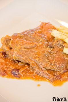 Pollo en salsa de almendras con arándanos