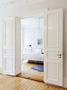 Квартира в Швеции & I love double doors going into the master bedroom...these doors I ...
