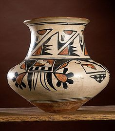 San Ildefonso Polychrome Jar by Maria Martinez Porcelain Ceramics, Ceramic Pottery, Pottery Art, Native American Pottery, Native American Indians, Indian Ceramics, Art Nouveau, Southwest Pottery, Chair Exercises