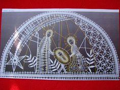 Nativity in lace Bobbin Lace Patterns, Lacemaking, Lace Heart, Lace Jewelry, Antique Lace, Irish Crochet, String Art, Christmas Themes, Lana
