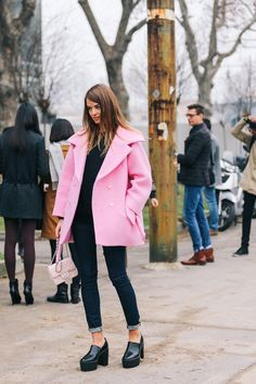 topshop: Coat crush – it's big pink time! street style here xx All Black Business Casual Outfits, Preppy Style, Style Me, New York Fashion Week Street Style, Daily Fashion, High Fashion, Passion For Fashion, Autumn Winter Fashion, Jeans