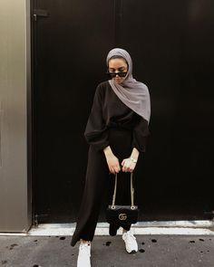 Muslim Fashion 359936195220921179 - Hijab + French Girl Style + Monochrome (dinaktb) Source by keberahmatagmai Modest Fashion Hijab, Modern Hijab Fashion, Street Hijab Fashion, Hijab Casual, Hijab Fashion Inspiration, Muslim Fashion, Look Fashion, Casual Outfits, Fashion Outfits
