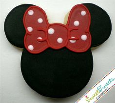Minnie Mouse cookie. For more great birthday party ideas and decorations visit Get The Party Started on Etsy at www.GetThePartyStarted.Etsy.com