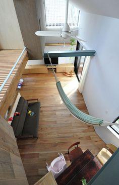 Image 10 of 20 from gallery of Small House with Floating Treehouse / Yuki Miyamoto Architect. Photograph by Masayoshi Ishii