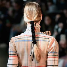 Transform Your Ponytail With 1 Simple Addition - Hair Tutorials My Hairstyle, Braided Hairstyles, Cool Hairstyles, Hair Inspo, Hair Inspiration, Pelo Editorial, Natural Hair Styles, Short Hair Styles, Runway Hair