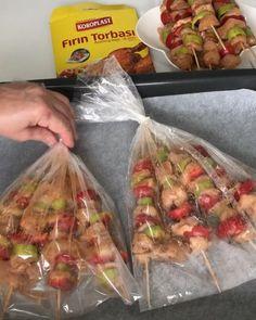 Keyifli akşamlar Pratik sebzeli tavuk şişleri koroplast fırın torbasında pişirdim. Hem kurumuyor. Hem yumuşak ve güzel pişiyor. Artan…